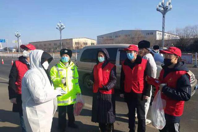 营口爱心志愿者慰问坚守抗击疫情一线工作人员