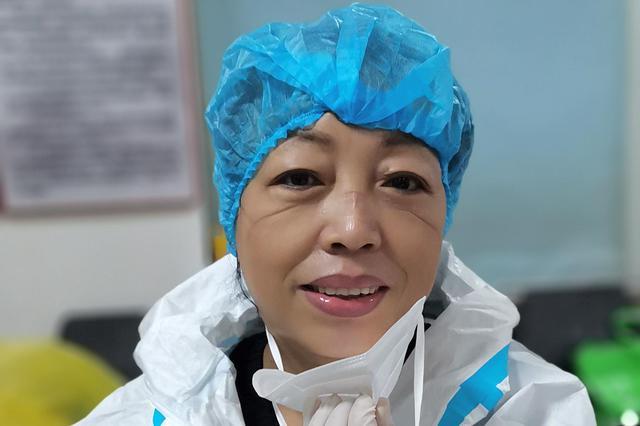 """铁西区核酸检测点有位60岁的""""超人大姐"""""""