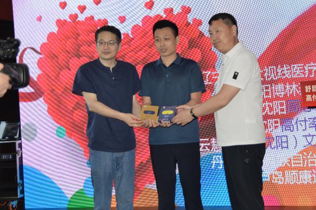 沈阳高付率爱心团队向省孤儿学校捐赠6万元护眼产品