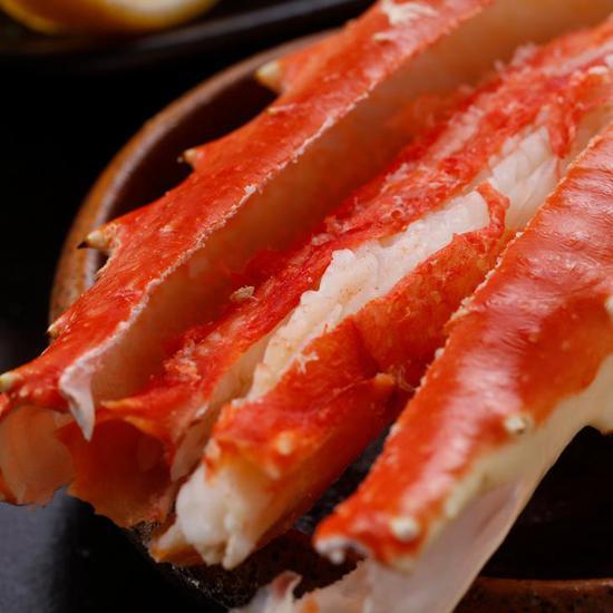 捕捞后即刻熟冻保鲜的帝王蟹腿切割面