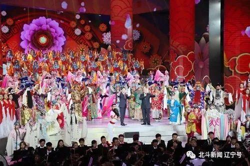 于魁智 杨赤表演京剧《万紫千红》