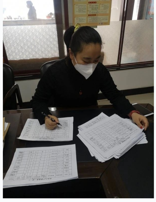 辽宁丹东:奔波在抗疫一线的90后妈妈