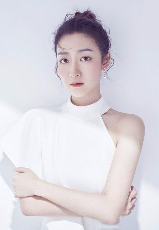 清纯可人的90后女演员