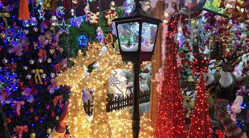 圣诞节将至 批发市场开始售卖装饰品
