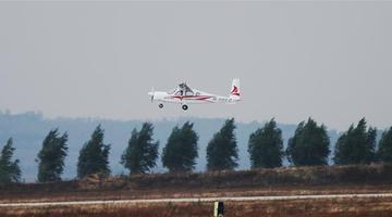 国内首架四座电动飞机首飞成功
