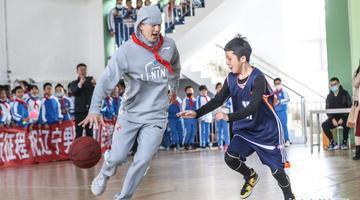 CBA:辽宁男篮休赛期走进校园