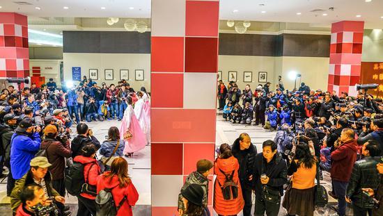 韩中传统服装模特现场拍摄