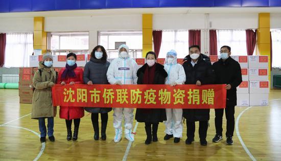 沈阳市侨联向皇姑区捐赠3万只医用N95口罩和2万个发热贴 ( 摄影安美麟)