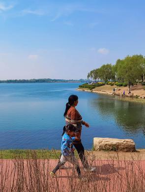 五月伊始 踏春丁香湖