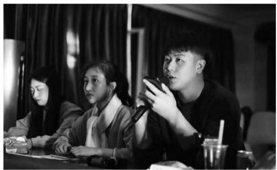 """沈阳:大学生每月去给盲校娃""""讲""""电影"""
