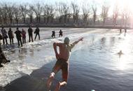 沈阳冬泳者挑极限