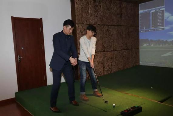 室内高尔夫体验