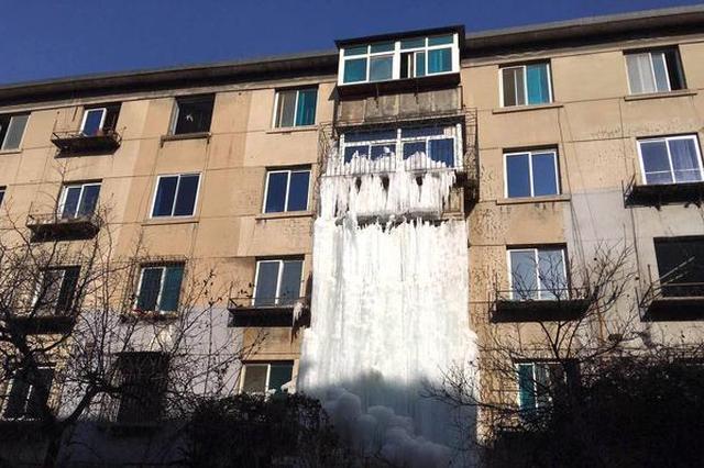 鞍山网红冰瀑布被拆除 挖掘机分分钟解决