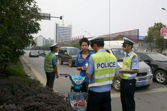 沈阳整治行人及非机动车横过马路 违者接受三分钟警示教育
