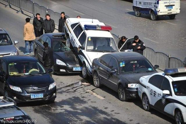 沈阳四环路上发生五车连撞事故 无较大人员伤亡