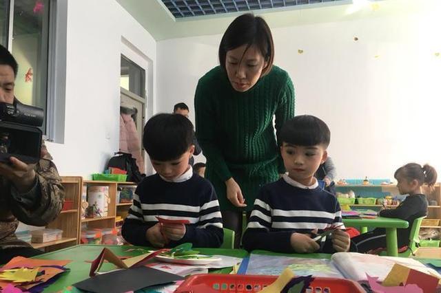 """""""网络媒体走转改""""新春走基层:辽宁西丰复兴满族剪纸"""