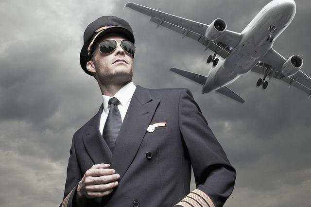 一家3名飞行员:年夜饭20多年难成行 相聚就是春节