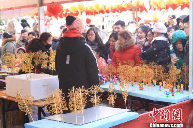 辽宁春节游庙会山会灯会成亮色 滑雪戏冰受青睐