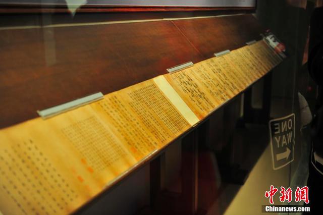 辽宁省博物馆展出《万岁通天帖》吸引参观者