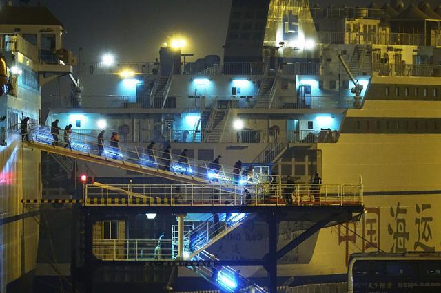 夜幕中的辽宁大连湾新港 星星点点好美丽