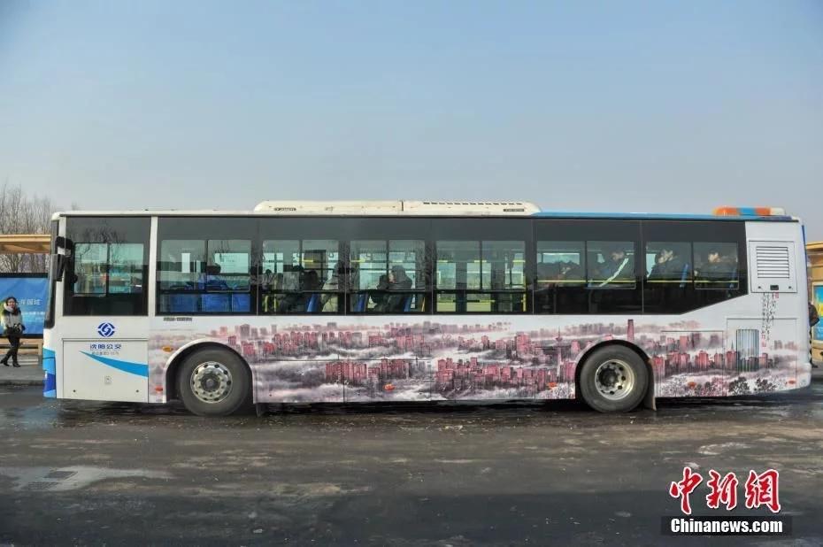 """""""艺术公交""""在沈阳上线"""