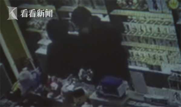 视频:女子开豪车去玩具店偷玩具 称想讨孙子欢心