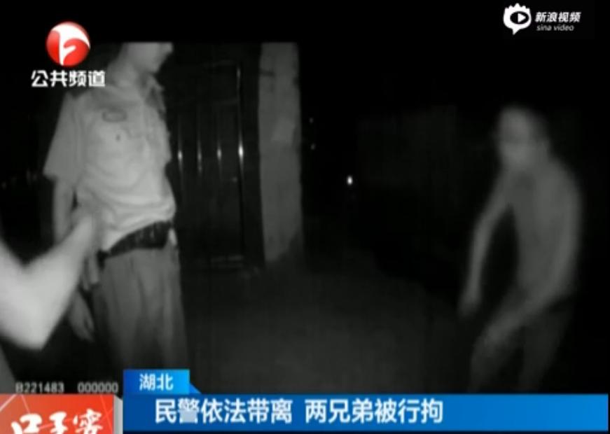 湖北一忤逆子酒后欲殴打母亲 警方将其逮捕