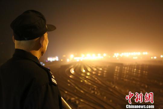 """柳州南站编组站是广西最大的货运编组站,是广西铁路运输的""""心脏""""。 王以照 摄"""