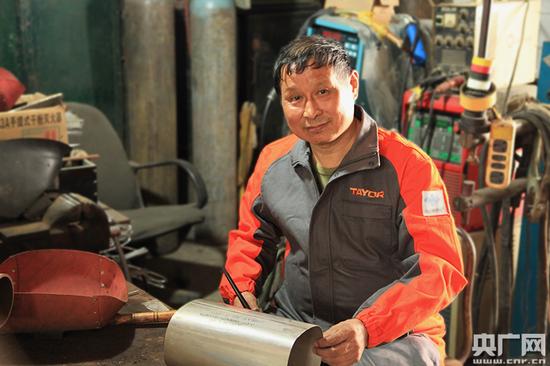 中国国防科技工业特种焊接服务中心副主任、首席专家白津生(刘阳/摄)
