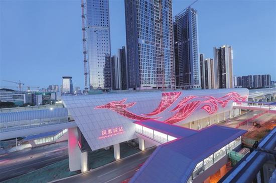 深圳地铁6号线凤凰城站。