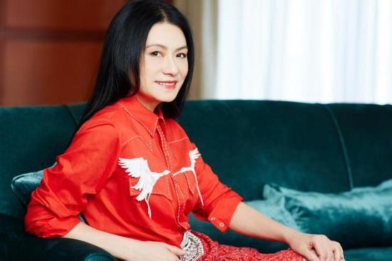 灵机携手国际顶尖设计师Vivienne Tam打造灵珑·千解手链