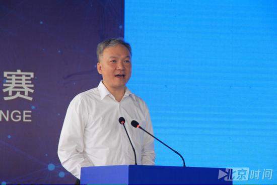 天津市政协副主席尚斌义宣布比赛开幕(潘琦 摄)
