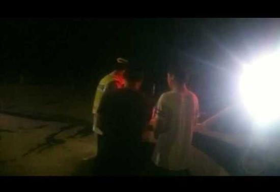 车里还有一名驾驶员刘某某,刘某和刘某某是父子关系。