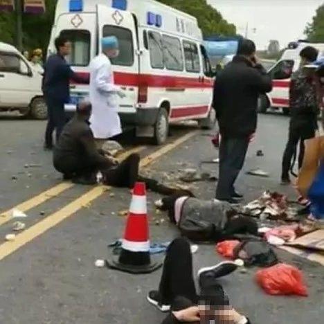 悲剧!桂林兴安柳微车与三轮车相撞 造成1死9伤