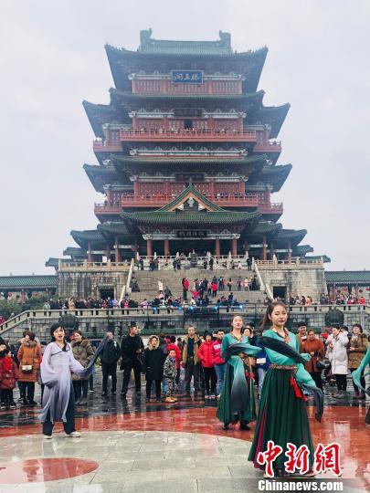 新春佳节滕王阁游人如织 受访者供图 摄