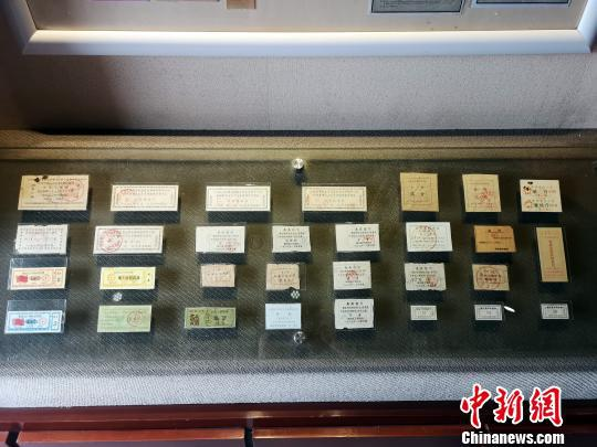 柳州市票证博物馆展出的票证。 朱柳融 摄