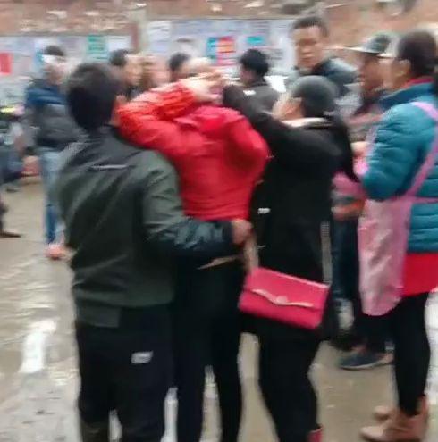 南宁高新区一男子持刀伤5人后逃跑? 嫌疑人已被抓获