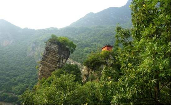 公园属于构造及岩溶地貌类大型地质公园,是清江流域中地质遗迹发育最全,与自然风景、人文景观结合最完美的地段。