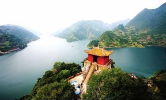 湖北长阳清江国家地质公园位于鄂西南山区及清江中下游的长阳土家族自治县内,隶属湖北宜昌市。