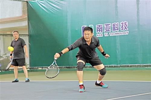 广西网球运动氛围好 区外球友慕名来参赛