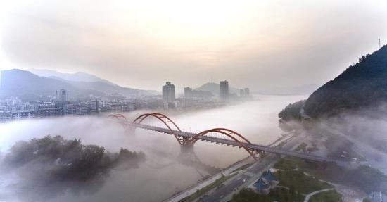 新安江奇雾
