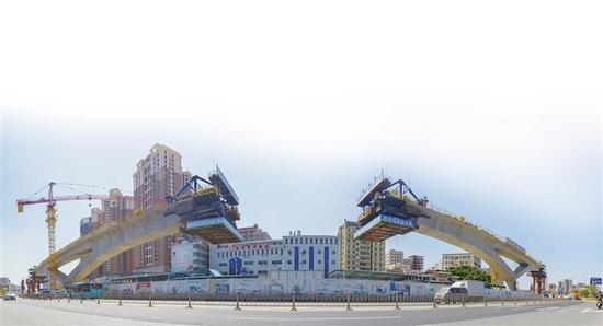 深圳地铁6号线高架段施工。