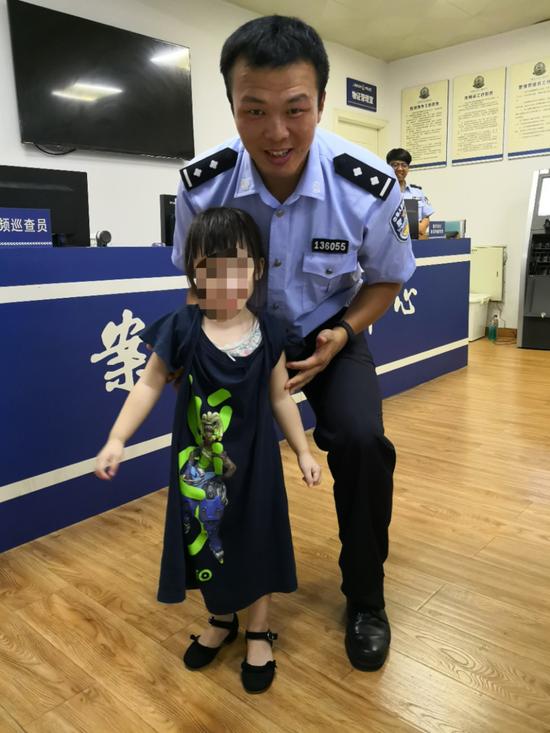 3岁女孩走失路人报警 接警员派单后发现是自己女儿