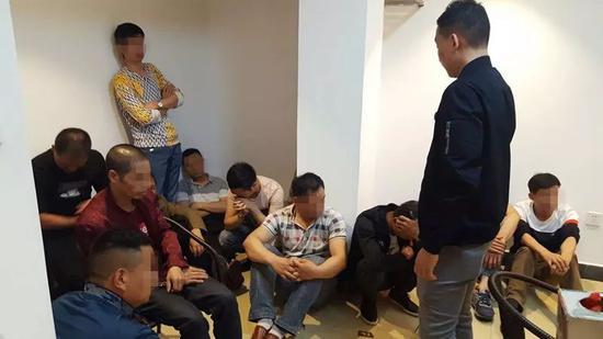 桂林公安捣毁一聚众赌博窝点 抓获犯罪嫌疑人27名