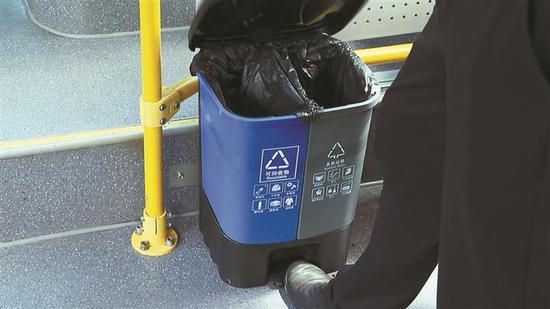 分类垃圾桶。