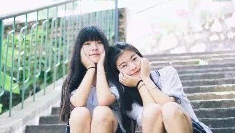 湖大外语院双胞胎姐妹花共同保研 四年来相互当对手