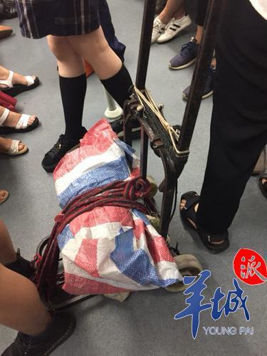 鹭江地铁站的一位地铁工作人员告诉记者
