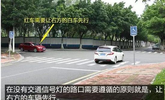 南宁两车相撞 一小车严重受损且司机受伤却负全责