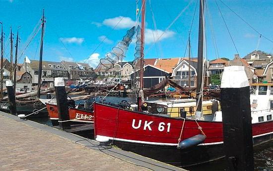 湖面的各种船只。图片来源/荷兰旅游局官网