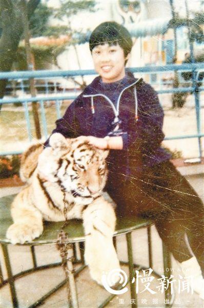 何小平20岁时的照片,她希望雇主认出她。(受访者供图)